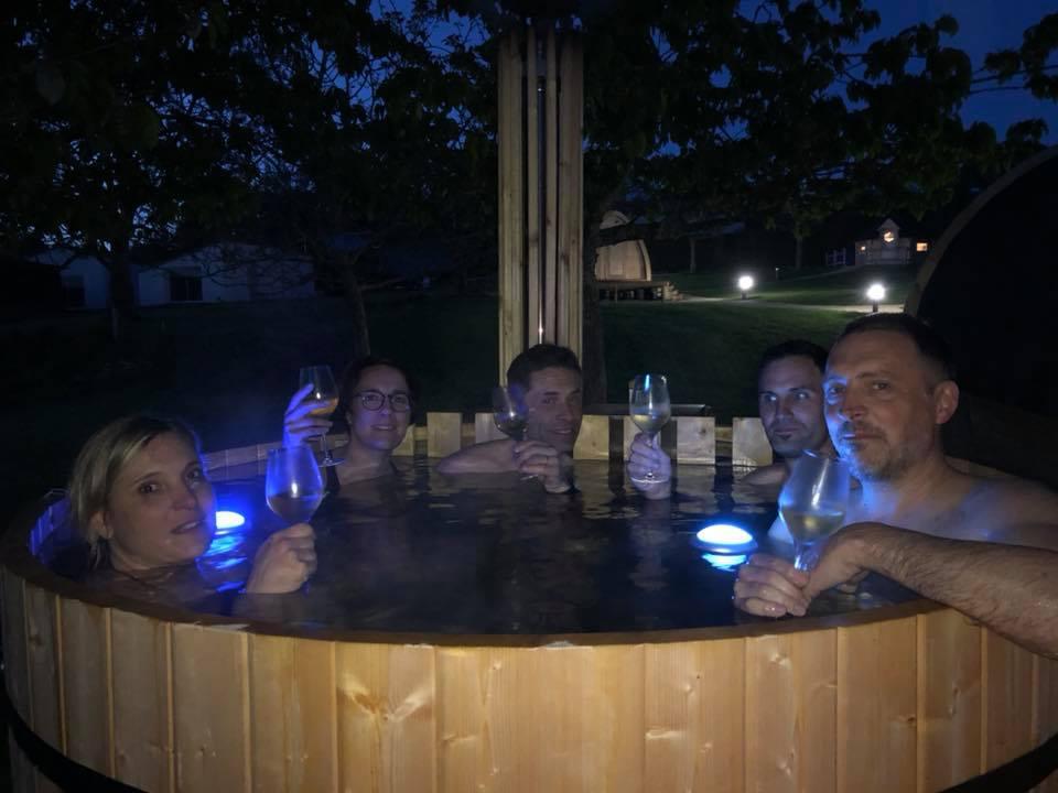 sejour-insolite-proche- Puy-du-Fou-papilles-et-pupilles-bain-finlandais
